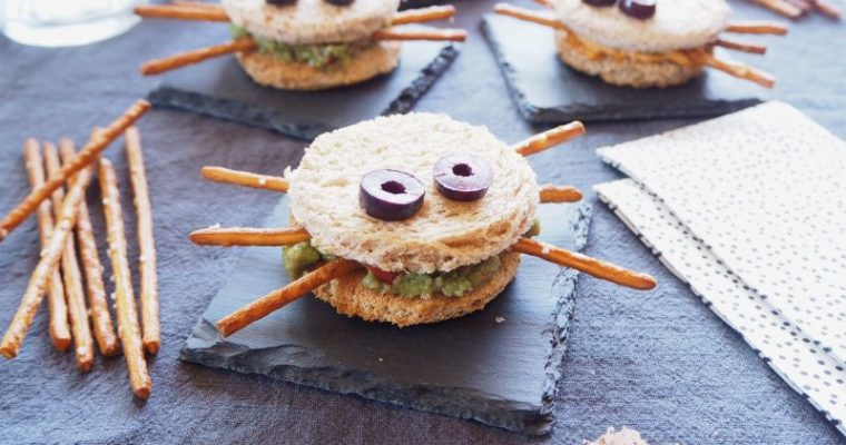 Halloween klopft an die Tür – Gruselige Toast Spinnen