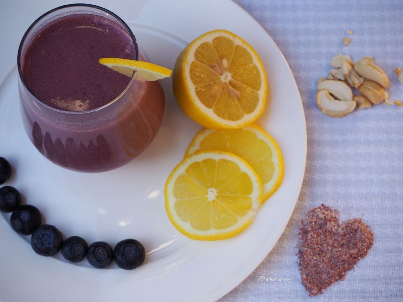 Cashewmilch mit Heidelbeeren / Blaubeeren