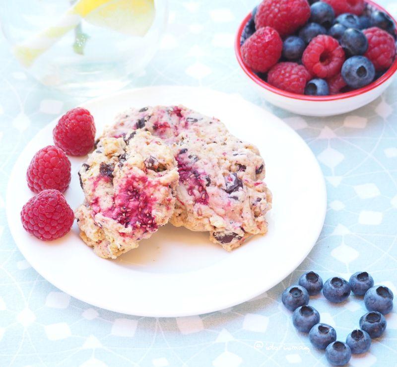 Vegane Vanille Himbeer Cookies mit Schokoladestückchen
