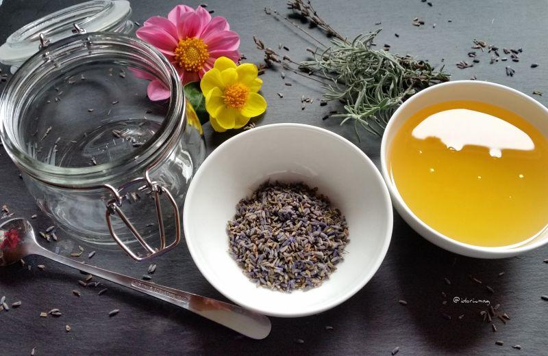 Baden, Entspannen und gut einschlafen – Duftendes Lavendel Öl