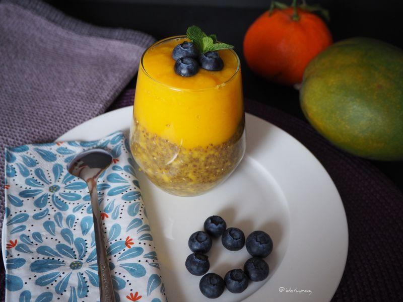 Vegane Chiasamen mit Mango und Orange