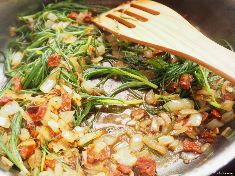 Veganes Rezept für Spaghetti mit Mönchsbart, Tomaten und Morcheln
