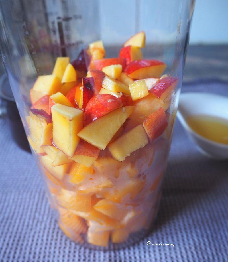 Veganer Aprikosen Nektarinen Smoothie mit schwarzem Tee