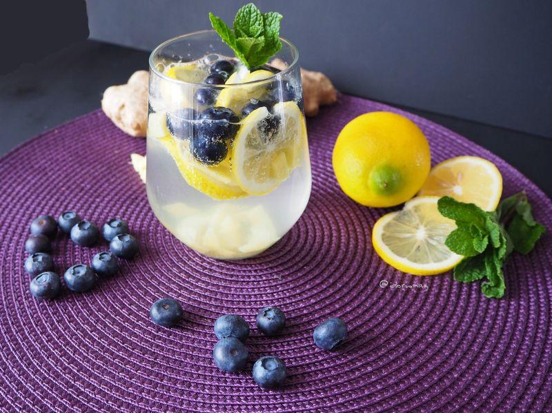Infused Water - Zitrone Ingwer Heidelbeeren
