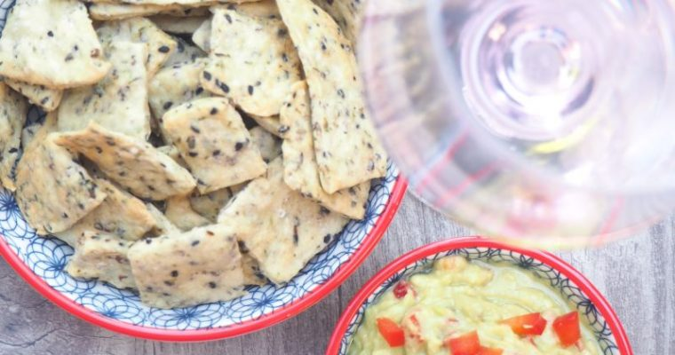 Mediterraner Snack – Salzige Kräuter Cracker mit Guacamole