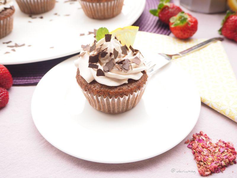 Schokolade Haselnuss Cupcakes mit Erdbeer Füllung