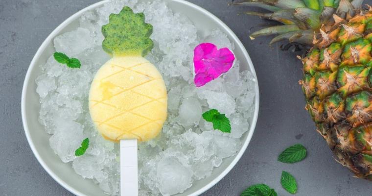 Hausgemachtes fruchtiges Ananas Minz Eis – Am Stiel