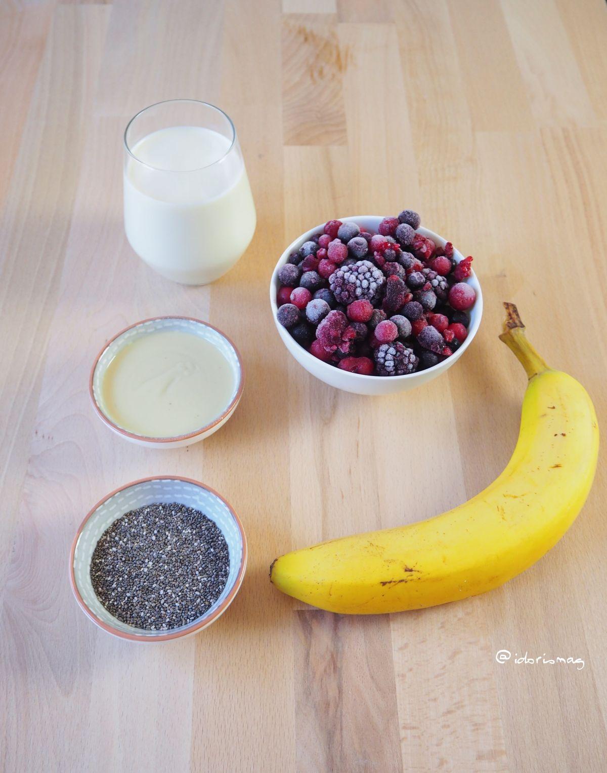 Beeren Chiasamen Nußmus Frühstück