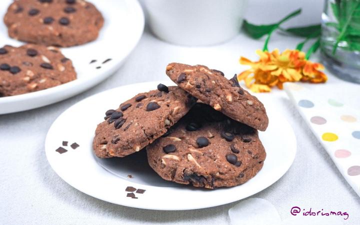 Vegane Dinkel Schokolade Kekse mit Mandelstiften