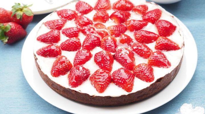 Like Summer: Strawberry Cream Cake
