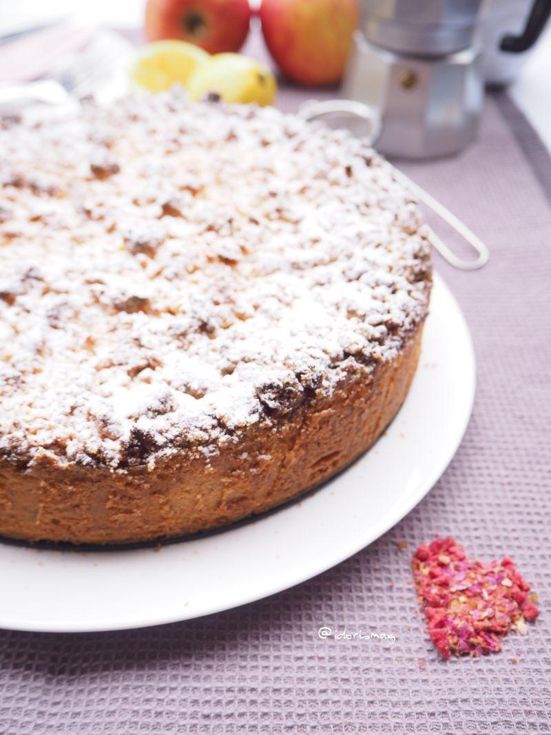 Für den veganen Kaffeeklatsch – Apfel Vanille Kuchen mit Marzipanstreusel
