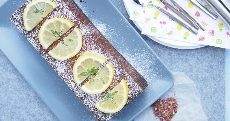 Veganer Zitronenkuchen mit Himbeeren