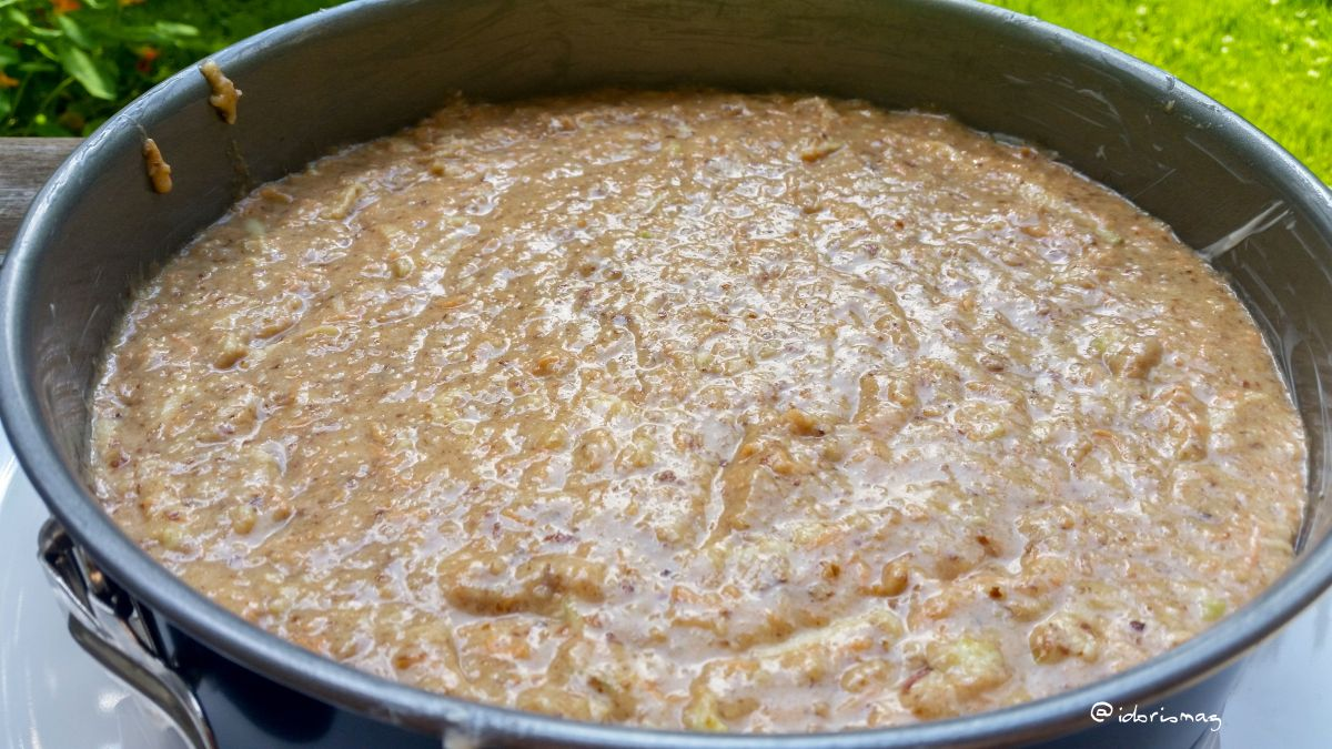 Veganer Karotten Apfel Nuss Kuchen