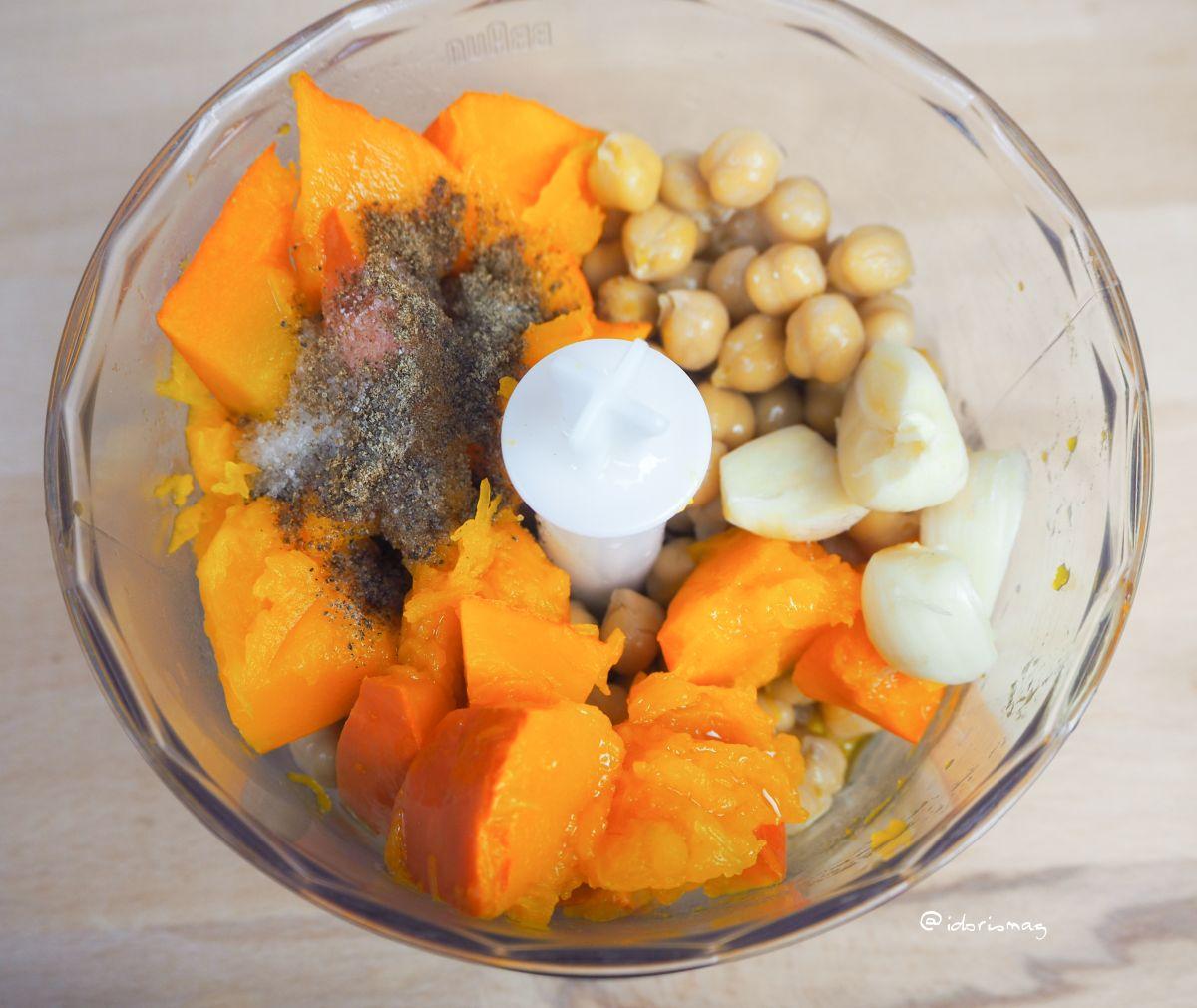 Veganer Hummus mit Kürbis und Knoblauch