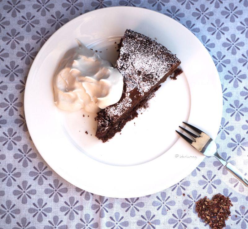 Weltbester veganer Schokolade Kirschkuchen - Stück