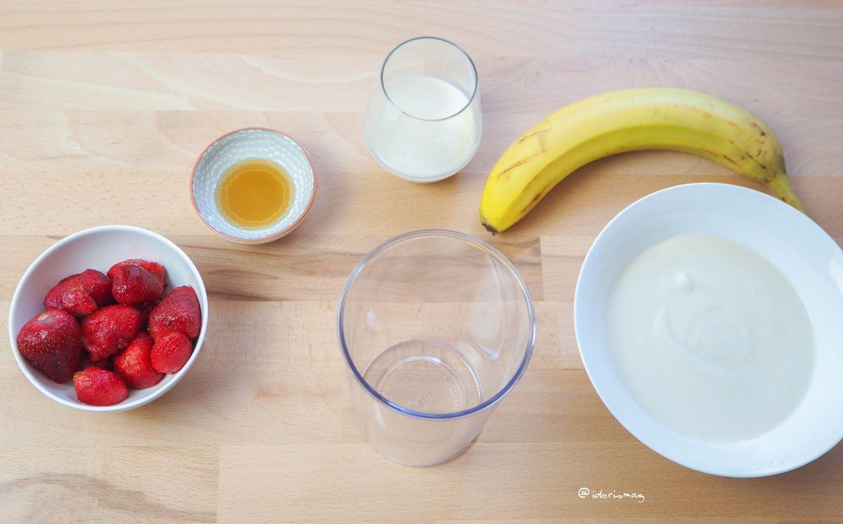 Veganer Erdbeer Banane Joghurt Smoothie