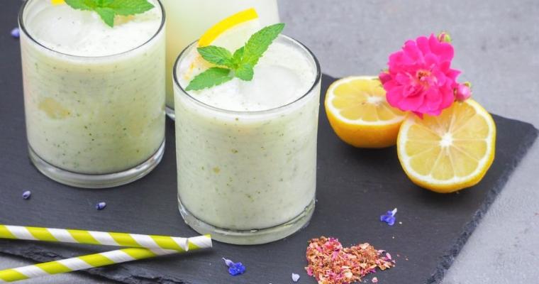 Sommerlicher erfrischender Honigmelonen Smoothie mit Minze & Zitrone