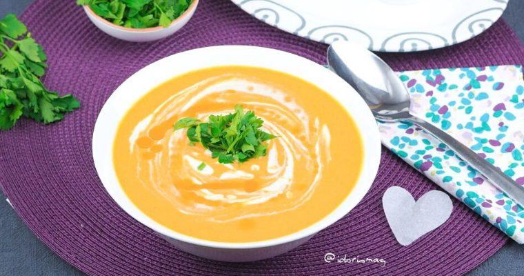Vegane Karotten Suppe mit Apfel, Zwiebel und Ingwer