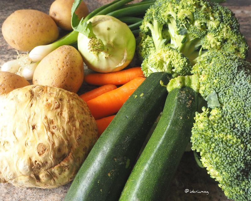 Vegan Creamy Vegetable Soup - Brokkoli, Potatoes, Carrots, Kohlrabi - Plant-based recipe