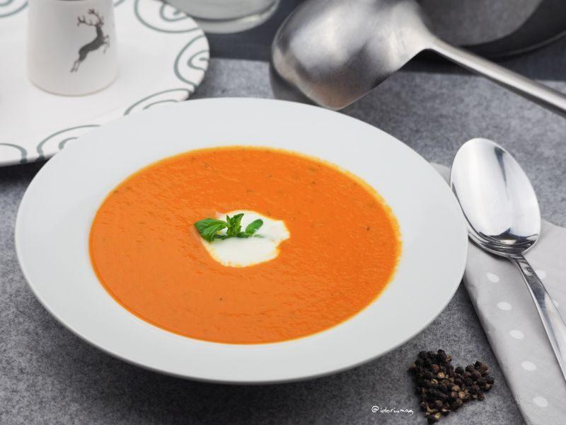 Einfache Tomaten Kokos Suppe